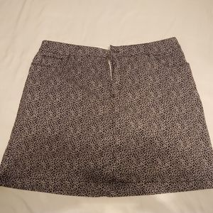 Croft and Barrow black and white skort 16w